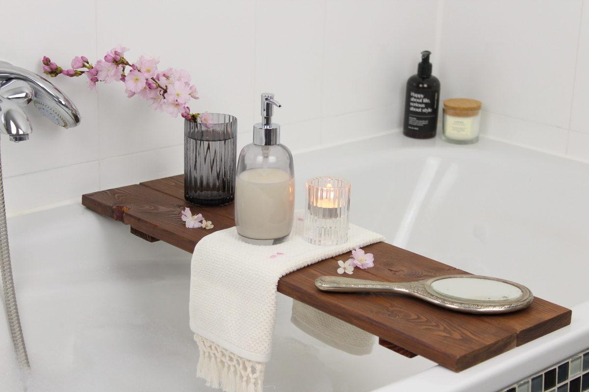 Selbstgemachte Badewannenablage aus Holz