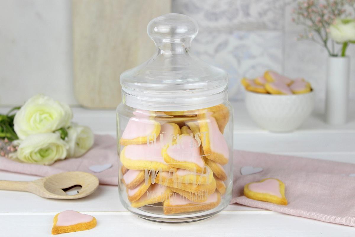 Selbstgemachte Herzkekse mit rosa Zuckerguss - Rezept