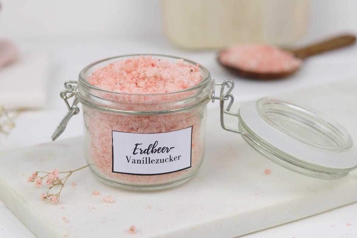 leckeres Erdbeer-Vanillezucker Rezept im Einmachglas