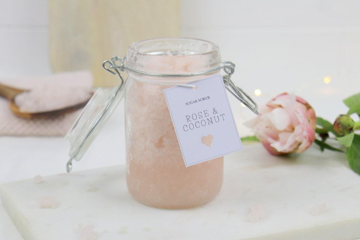 DIY - selbstgemachtes Sugar Scrub / Zuckerpeeling in Rose Coconut im Einmachglas
