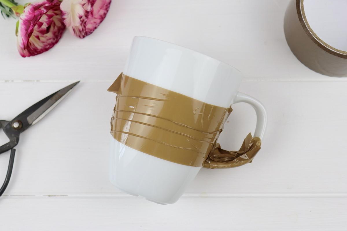DIY - marmorierte Tassen mit Nagellack