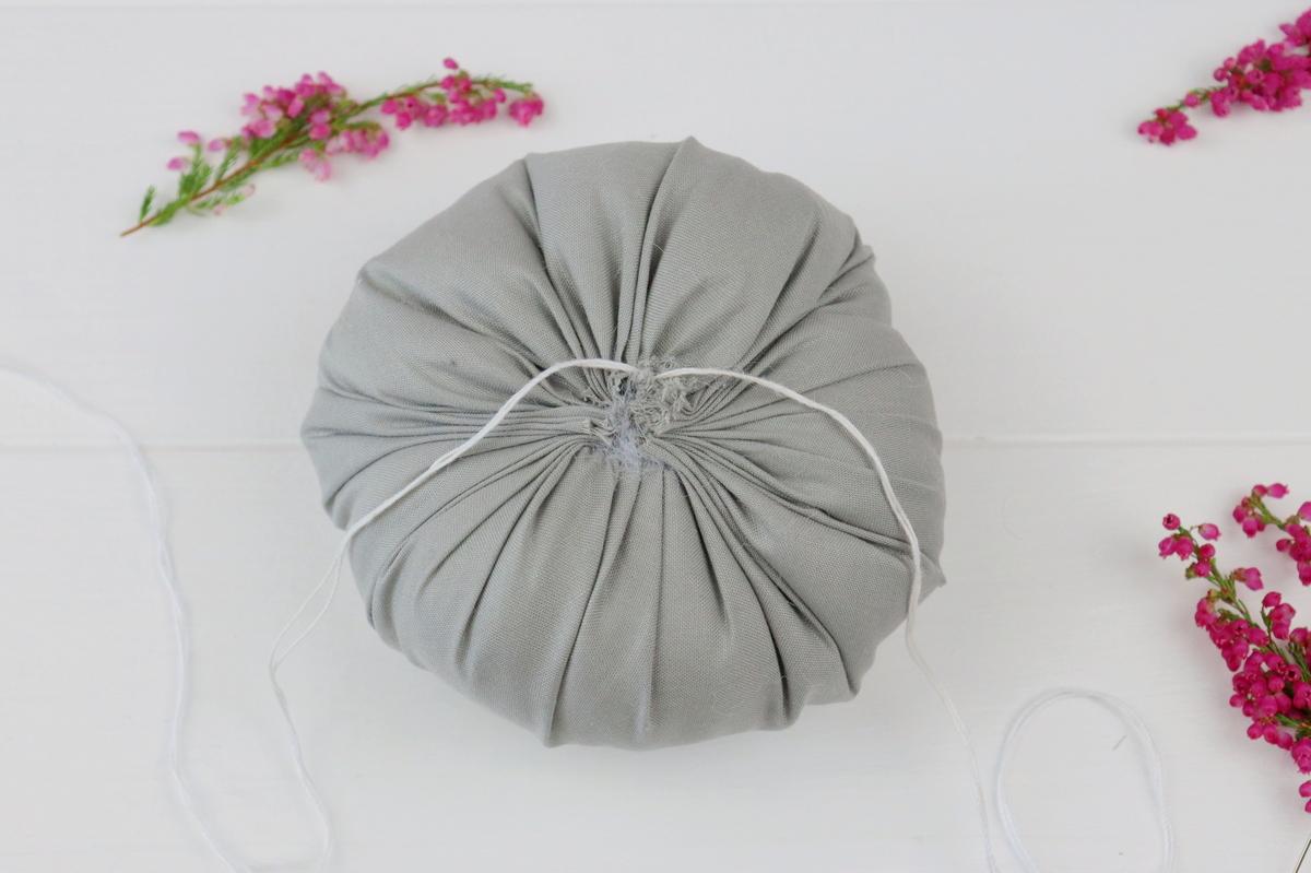 DIY selbstgenähte Stoffkürbisse als Herbstdeko