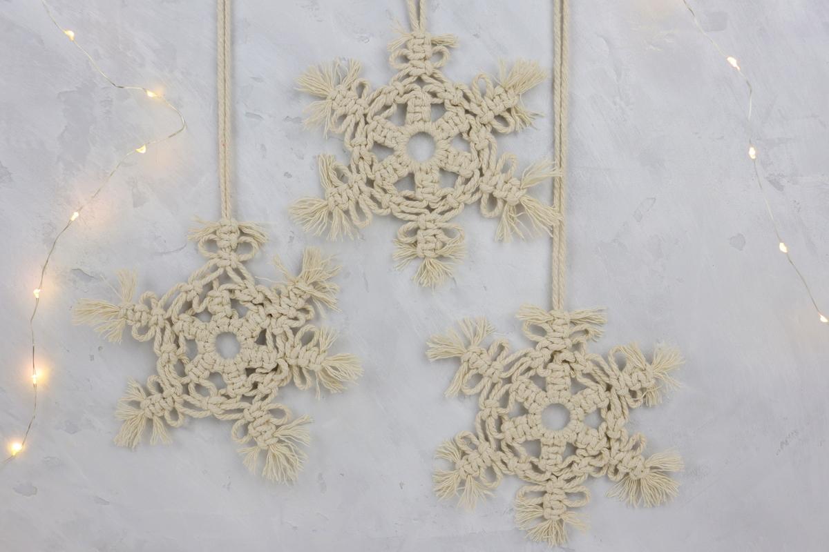DIY - selbstgeknüpfte Makramee Schneeflocke