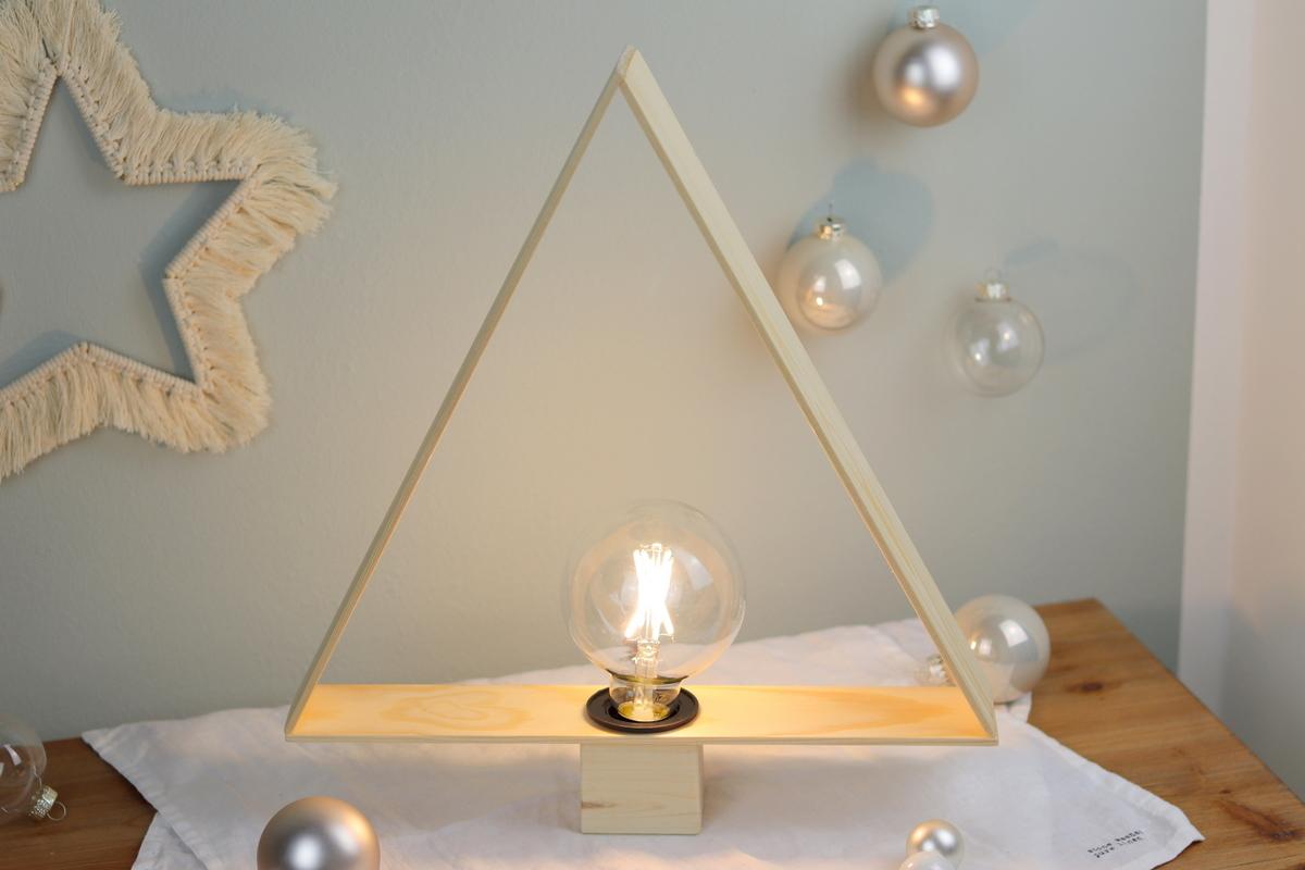 DIY - selbstgebaute Lampe in Tannenbaumform - für Weihnachten