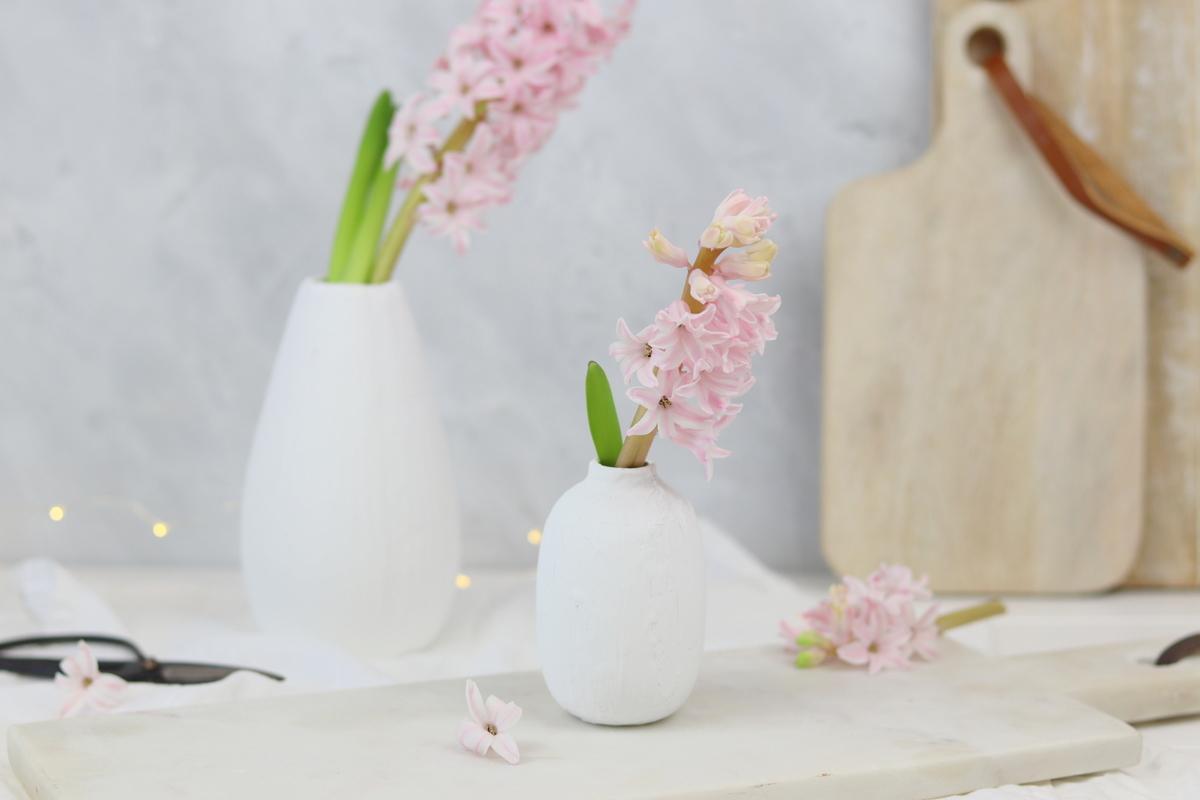 DIY Vasen Upcycling mit selbstgemachter Keramikfarbe