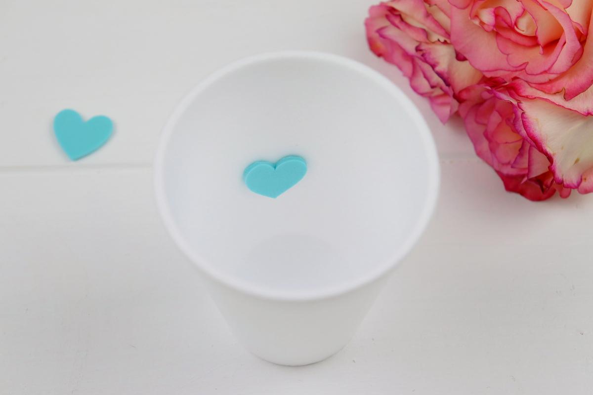 DIY - selbstgemachte Teelichter aus Raysin / Gießpulver mit kleinem Herz in der Mitte