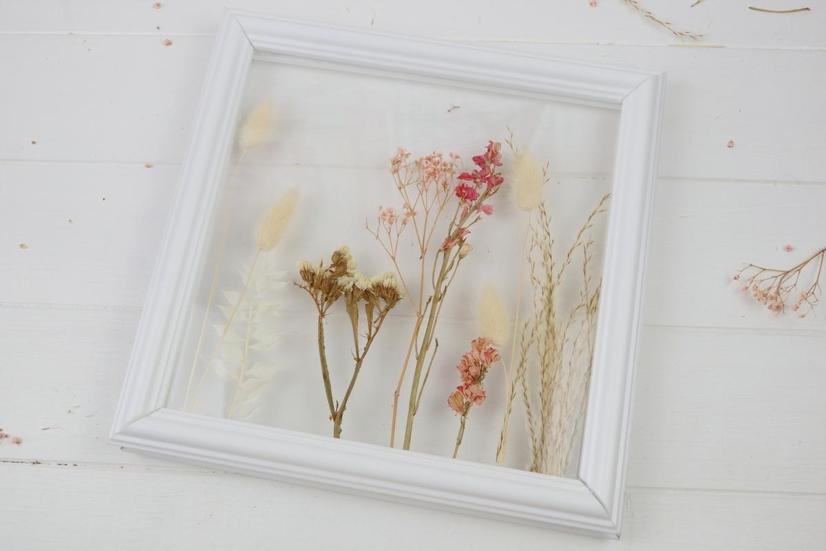 DIY selbstgemachte Doppelglas Bilderrahmen aus Plexiglas und Stuck mit Trockenblumen