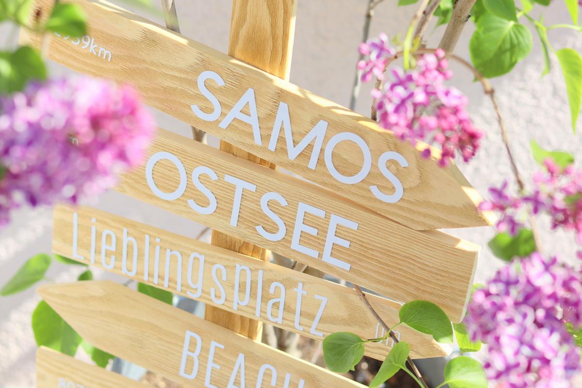 selbstgebauter Wegweiser aus Holz (Schild) für den Garten - DIY