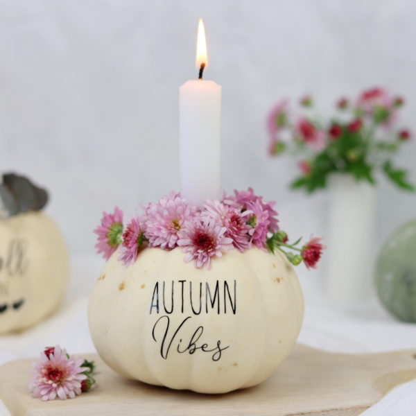 DIY Anleitung - aus einem Kürbis einen Kerzenhalter einfach selber machen und mit dem Plotter und Blumen verzieren